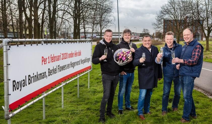 Remco Weenink en Mark Mostert, Menno Krabben en Gerard en Jan Hogervorst proosten op een vernieuwende toekomst. (Foto: Michel Heerkens)