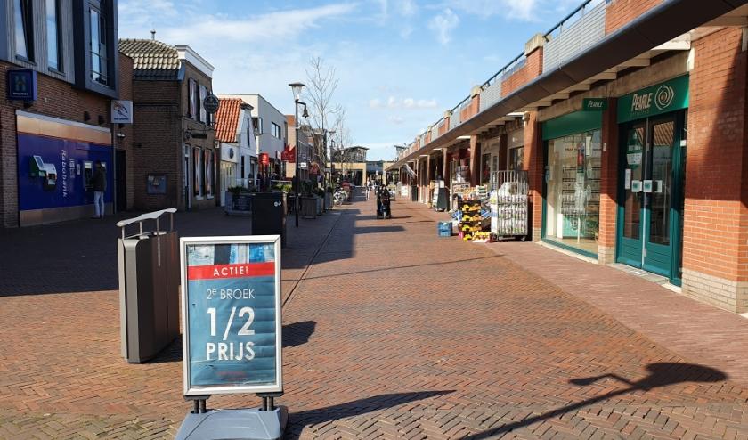 Het is uitgestorven in de winkelcentra. De coronacrisis raakt lokale ondernemers hard. (Foto: Spa Media)