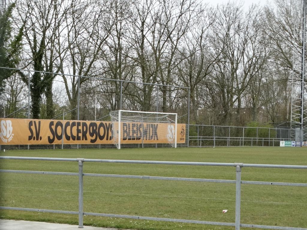 Geen wedstrijden op sportpark Merenveld. De gemeente Lansingerland heeft besloten om de velden volledig af te sluiten voor gebruik.  © hartvanlansingerland
