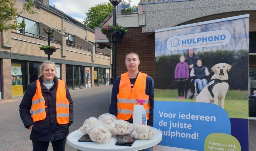 Nadia Raadsheer en Vince de Brabander van KNGF vragen aandacht voor hun organisatie. (Foto: Astrid Nielsen)