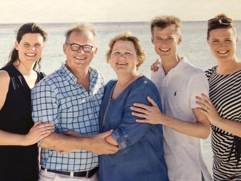 Rob en echtgenote Helma met hun drie kinderen Renate, Wouter en Susan. De foto is gemaakt in 2017 op Curaçao.  © hartvanlansingerland