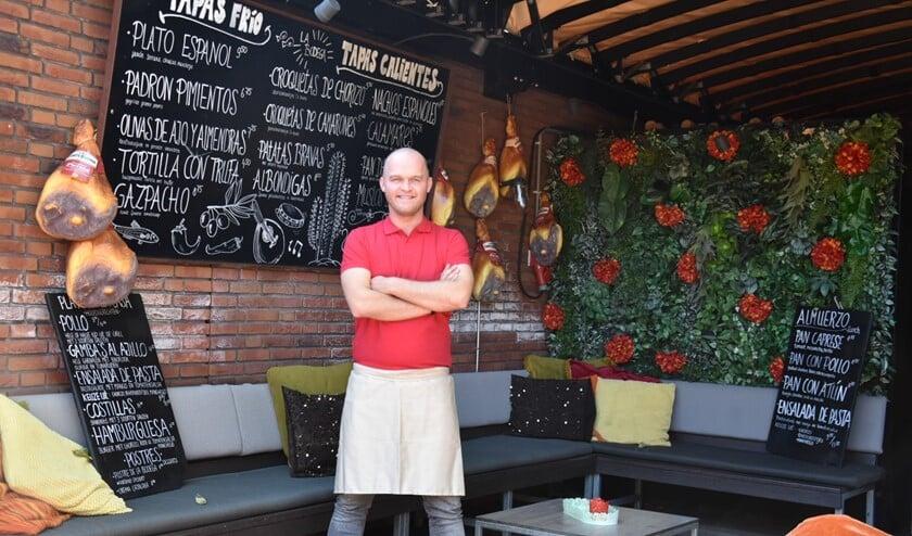 Sebastiaan ter Maaten staat trots in La Bodega, het nieuwe gedeelte van Muller & Co.