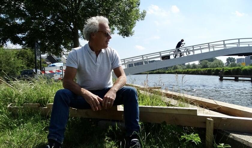 Gérard bij de beoogde plek van één van de Rottekijkers op de grens van Bergschenhoek en Rotterdam.