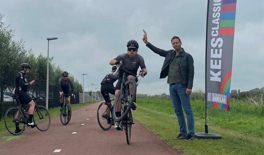 <p>Gijs van der Helm schiet enkele deelnemers weg: &quot;Gaan met die banaan!&quot; </p>