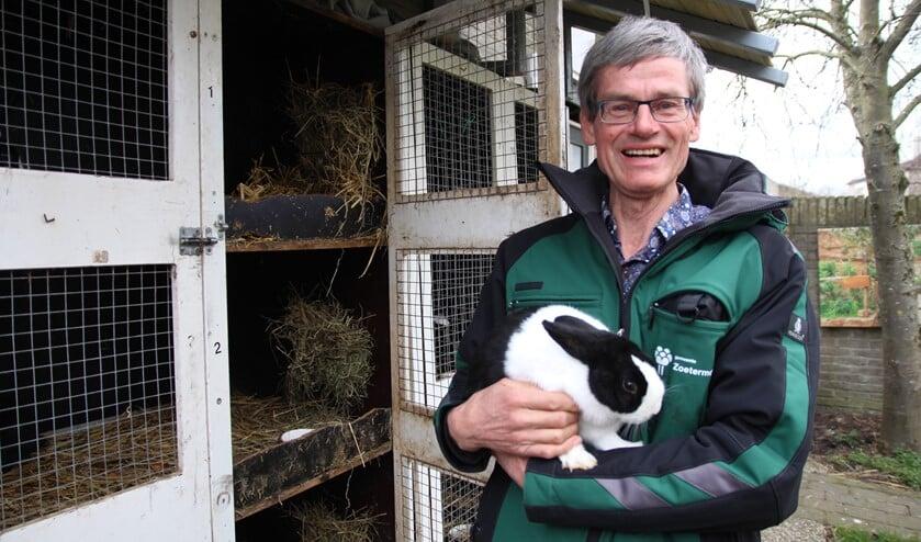 <p>Willem is een echte dierenvriend. Hij groeide op de boerderij van zijn ouders op met dieren en hij werkt er sinds 1974 mee.</p>