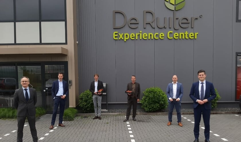 <p>Voorafgaand aan het digitale Ronde Tafelgesprek werd er een bezoek gebracht aan de Ruiter Experience Center en de WUR in Lansingerland.</p>