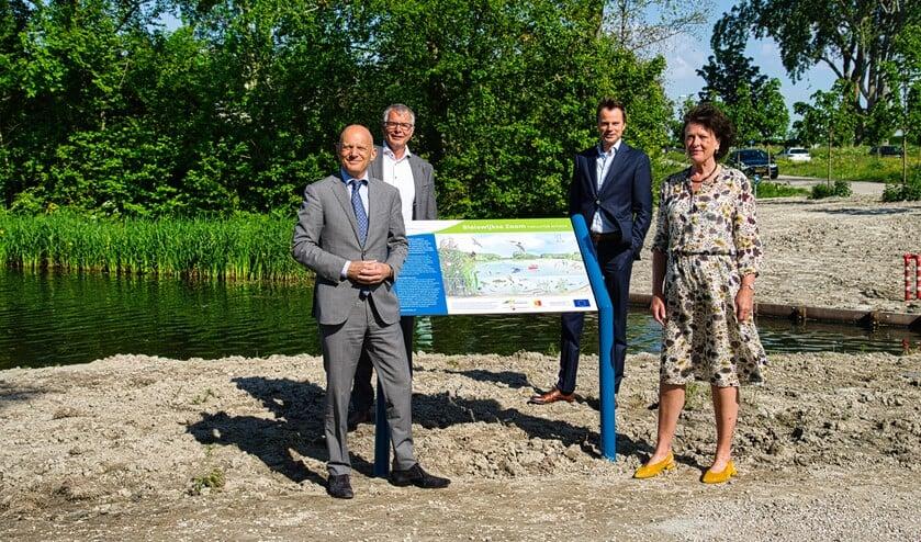<p>Bert Wijbenga, bestuursvoorzitter Recreatieschap Rottemeren, Daan de Haas, wethouder gemeente Zuidplas, wethouder Jan-Willem van den Beukel en Agnes van Zoelen van Schieland en de Krimpenerwaard.</p>