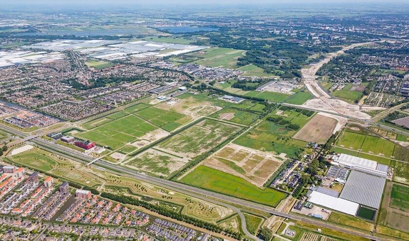 <p>Wilderszijde met minimaal 2.600 woningen wordt gerealiseerd naast het gemeentehuis. (Foto: archief/J.Althof)</p>