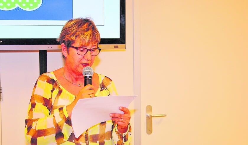 Het Groot Oudewaters Dictee 'gewoon' voorgelezen door Marga Smits.