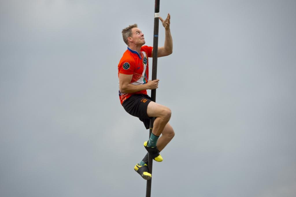 18-07-2020: Fierljeppen: Polsstokspringen Vd Vaart installatiebedrijf Bokaal: Linschoten  Jaco de Groot Erik van Kordelaar © ijsselbode