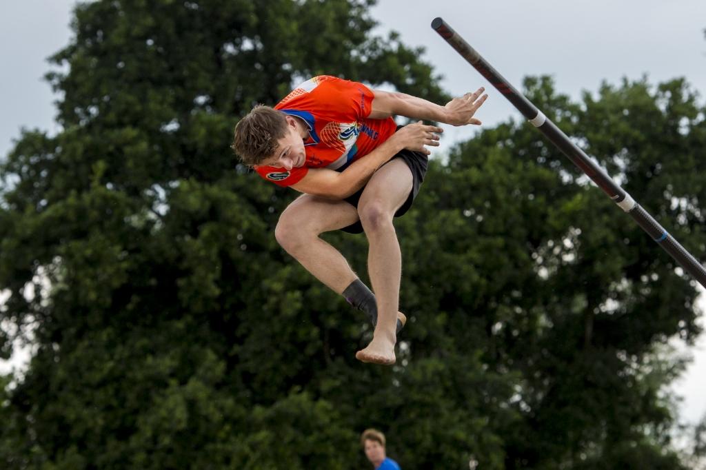 25-07-2020: Fierljeppen: Polsstokspringen Vlister bokaal: Vlist  Timon de Haey Erik van Kordelaar © ijsselbode