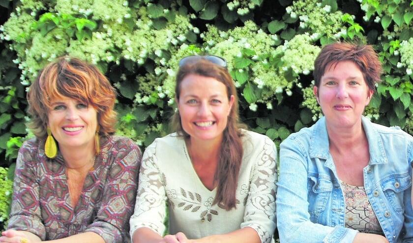 <p>Anita, Natascha en Ellen, slechts drie afgevaardigden van negen deelnemers aan de Open Erfgoedroute.</p>