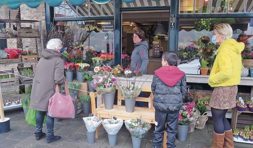 """<p pstyle=""""BODY"""">Buitenverkoop van bloemen in Haastrecht.</p>"""