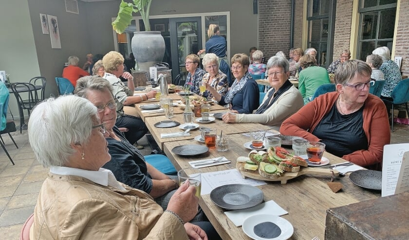 """<p pstyle=""""BODY"""">High Tea in Broeck.</p>"""