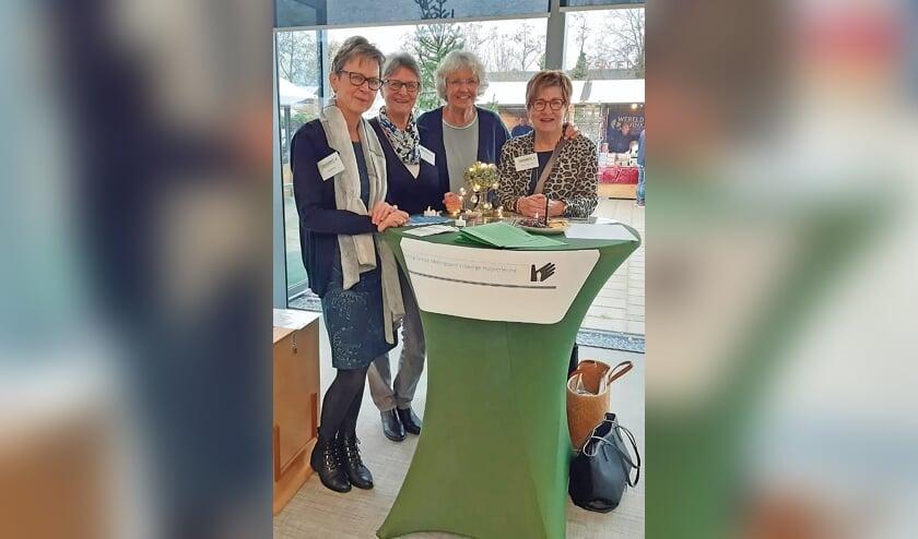 """<p pstyle=""""BODY"""">Bestuursleden van links naar rechts: Marijke Seine, Ina Hirdes, Anneke Koffeman, Marga Hoogenboom; Conny Hagoort ontbreekt.</p>"""