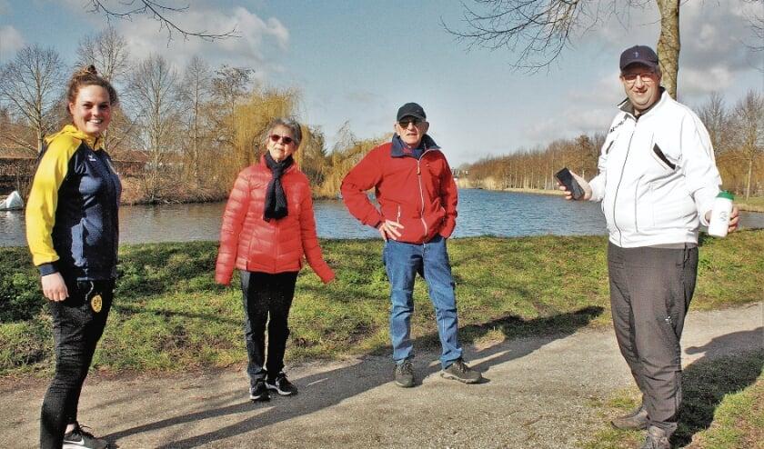 """<p pstyle=""""BODY"""">Demi Sweep (Oudewater Vitaal) en John Echtelt (Montfoort Vitaal) troffen deze beide wandelaars op de Nieuwe Singel. Zij hadden geen extra aansporingen nodig. Wandelaars avant la lettre; zonder app.</p>"""