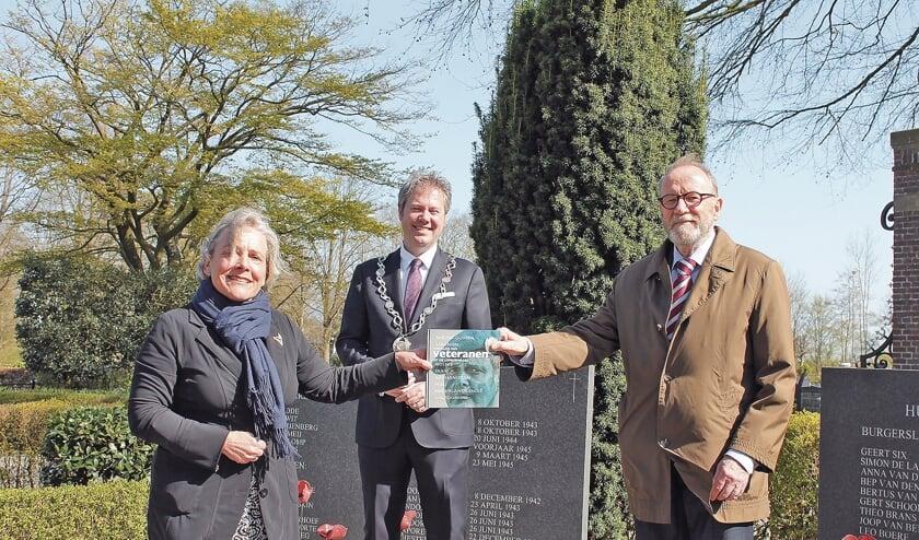 """<p pstyle=""""BODY"""">Van links naar rechts: demissionair minister Ank Bijleveld, burgemeester Danny de Vries, Bert Jansen.</p>"""