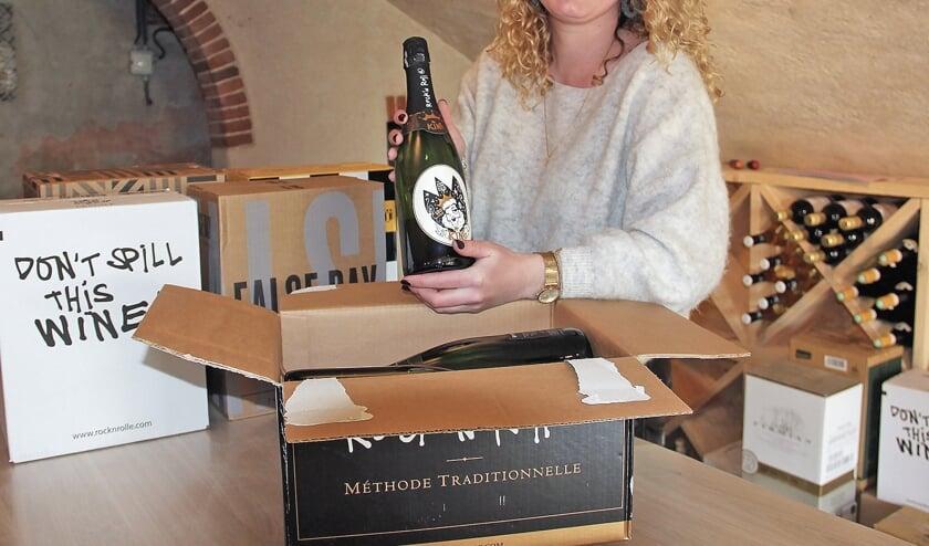 <p>Roos van de Woude sart met haar wijnwinkel 'Het Wapen van Linschoten'.</p>