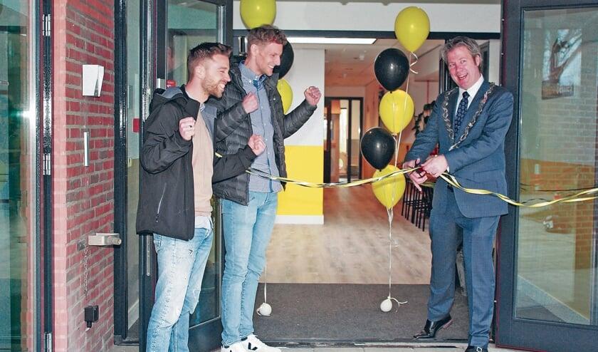Danny Muijs en Mark van Bentum samen met Burgemeester Danny de Vries