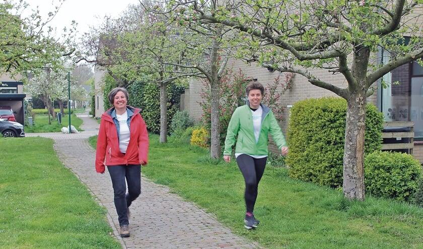 """<p pstyle=""""BODY"""">Barbara Griffioen en Henny Korrel aan het wandelen in het Appellaantje.</p>"""