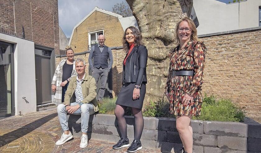"""<p pstyle=""""BODY"""">De werkgroep v.l.n.r. Bianca Vos-Vlooswijk, Joost Middelman, Jeroen Harzing, Marie-Louise van Groeningen en Inge Janmaat.</p>"""