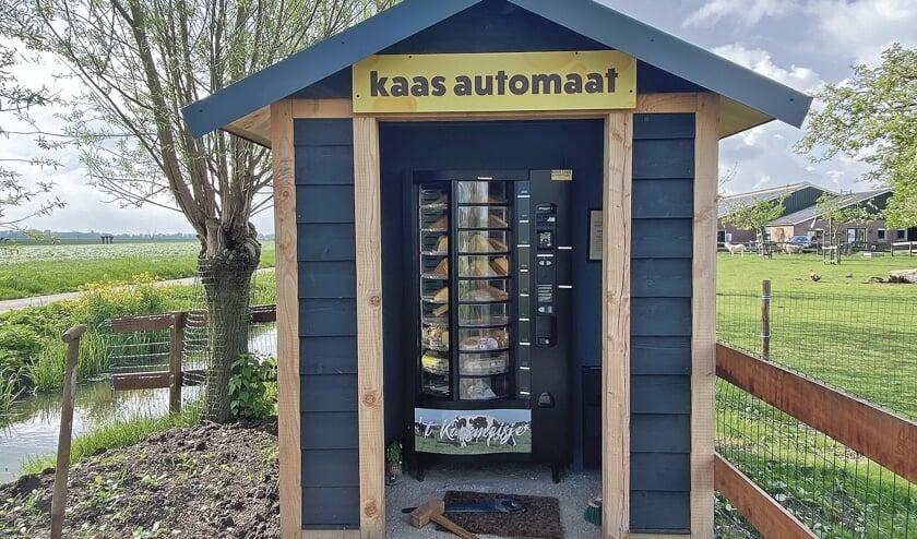 <p>De kaas automaat bij Doruvael op Blokland moet wekelijks bijgevuld worden. Er zijn ook borrelplankjes verkrijgbaar.</p>