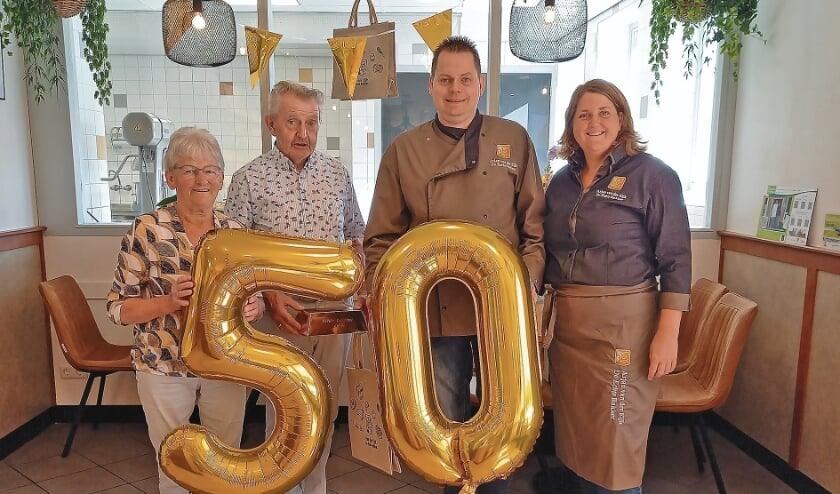 "<p pstyle=""BODY"">50 jaar Bakkerij van der Eijk, v.l.n.r. Annie, Jan, Arjan en Bianca.</p>"
