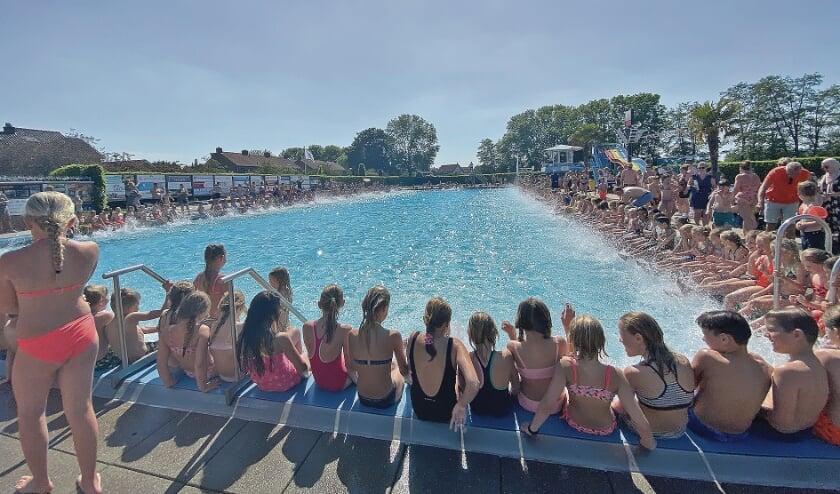 """<p pstyle=""""BODY"""">Bijna 700 kinderen deden er mee aan het stuivertje duiken.</p>"""