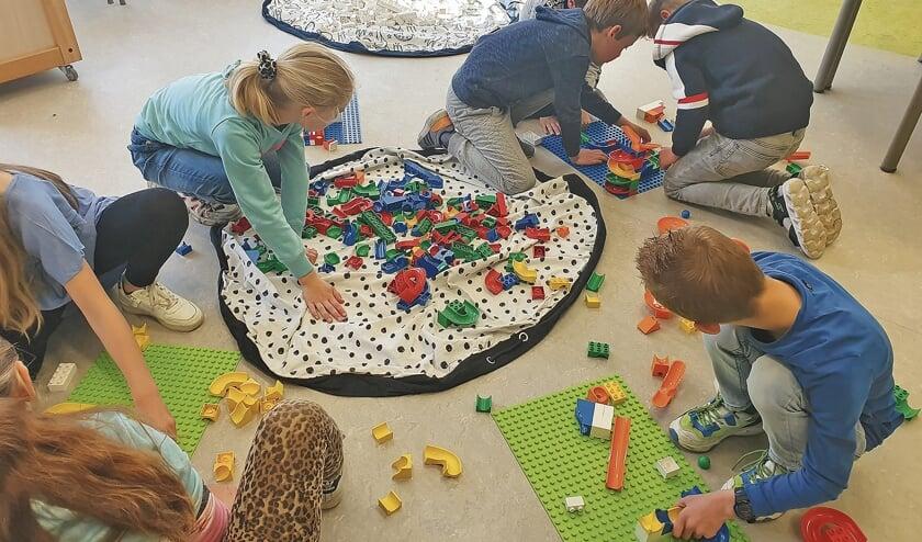 <p>Al spelend leerden de leerlingen over constructies en stevigheid, over architectuur en geschiedenis, en ook over programmeren. </p>