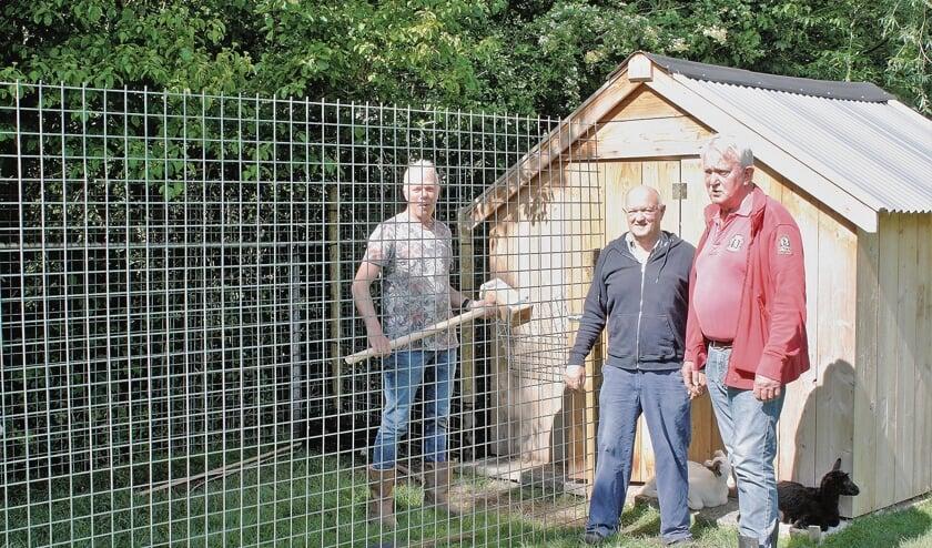 <p>Ronald de Ruijg, Harry Boere en Cor van den IJssel zijn drie van de tien vrijwilligers.</p>