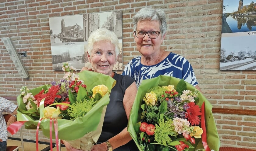 """<p pstyle=""""BODY"""">Anneke La Lau en Amy van der Louw kregen allebei een vrolijke bos bloemen en een Zonnebloembeeldje.</p>"""