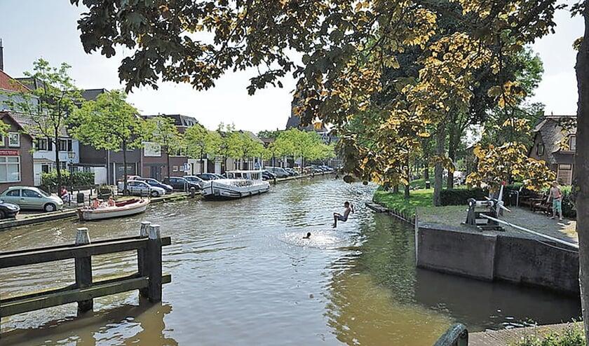 """<p pstyle=""""BODY"""">Zwemmers op een zomerdag in Montfoort (bron Wikipedia, een onderwijsgek).</p>"""