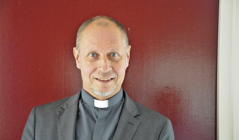 <p>pastoor Van Klaveren</p>