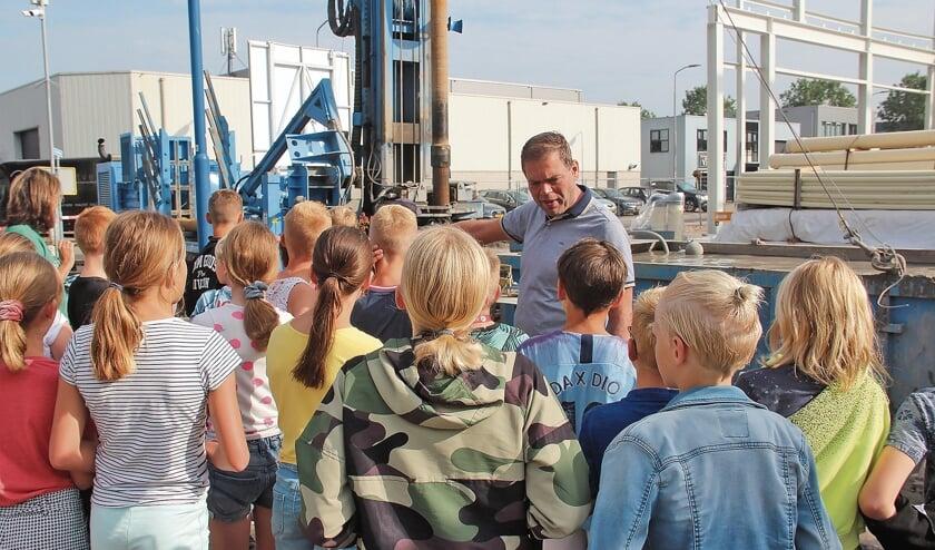 <p>De schoolkinderen hingen aan Martijn Verwoerd z&#39;n lippen en vroegen honderd uit.</p>