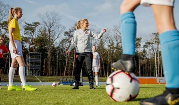 <p>Sarina Wiegman, bondscoach van de OranjeLeeuwinnen, en sinds 14 februari 2020 de ambassadeur van het meiden- en vrouwenvoetbal</p>