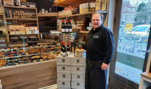 <p>Ralf van den Boom heeft een winkel vol feestelijke lekkernijen.</p>