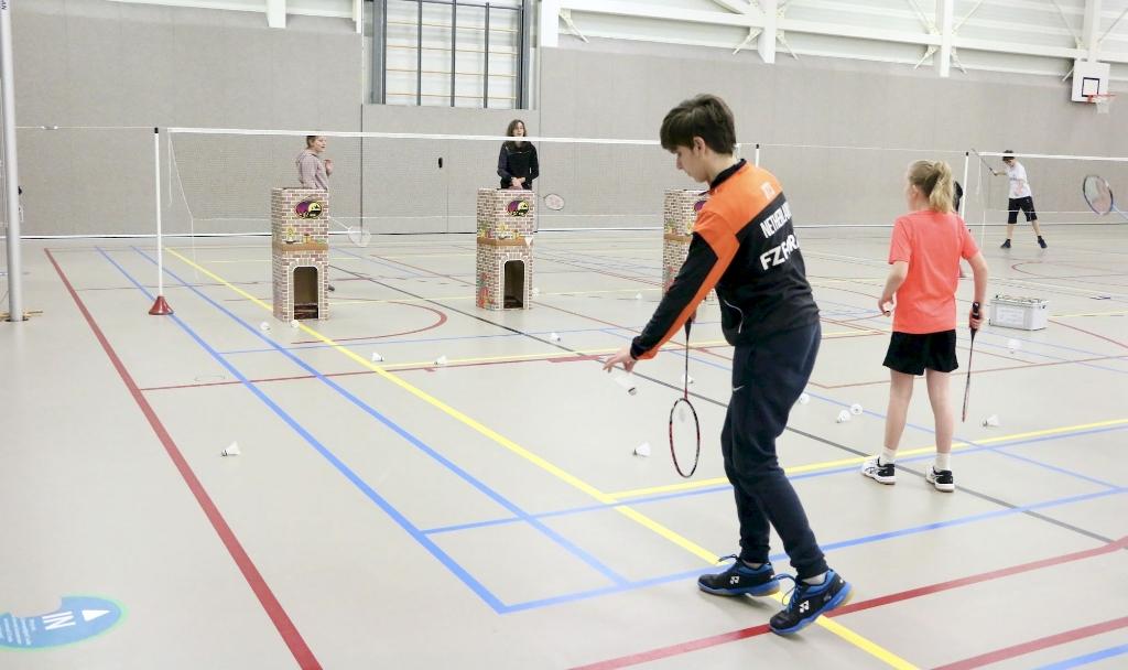 Schoorsteen-badminton op het Sinterklaastoernooi Shirley Klerks © Van Dijk Grafimedia BV