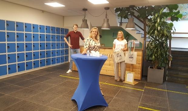 Marleen van de Hövell, Dirk-Jan Grootendorst  (docent) en Alice de Wispelaere.