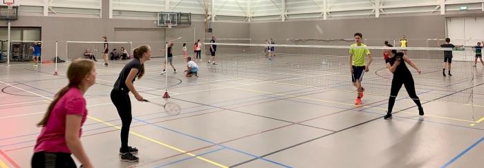 Met veel enthousiasme werd er gebadmintond OSM Badminton © Van Dijk Grafimedia BV
