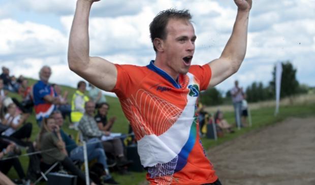 11-07-2020: Fierljeppen: RB Traprenovatiebokaal: Jaarsveld  Winnaar Rian Baas