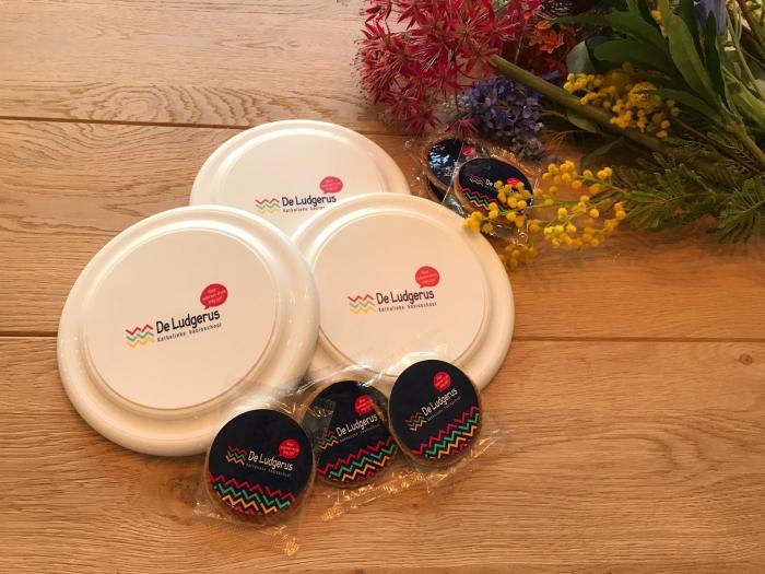 Frisbees en stroopwafels met nieuw logo Stef Bosman © Van Dijk Grafimedia BV