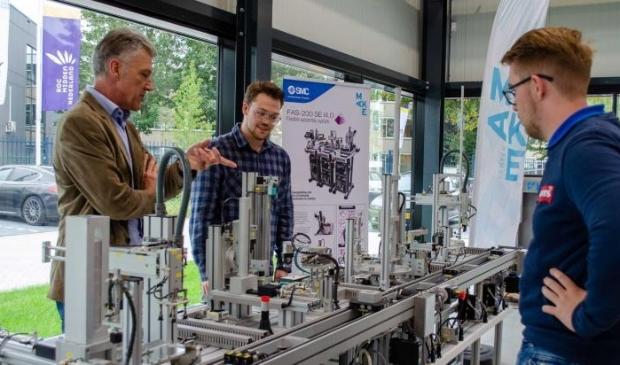 <p>Docent Paul Siermann met studenten Thijmen van Gorkom en Patrick van Schaik </p>