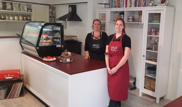 <p>Dana en haar moeder Claudia: Dolle Taartjes heeft nu een echte winkel.</p>