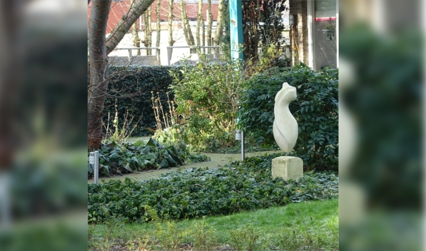 <p>Kunst in een tuin in Woerden. Fotograaf: Elly Waterman, </p>