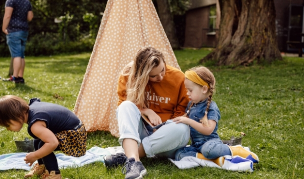 <p>Uitdagende activiteiten passend bij de leeftijd van het kind.</p>