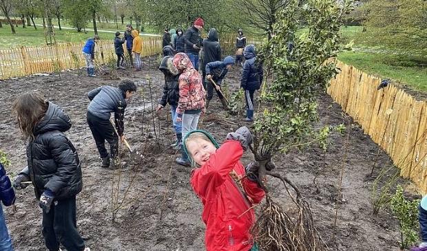 <p><em>Kinderen van Cleophasschool en Spoorzicht openen hun Tiny Forest Het Wonderlijke Bos</em> </p>