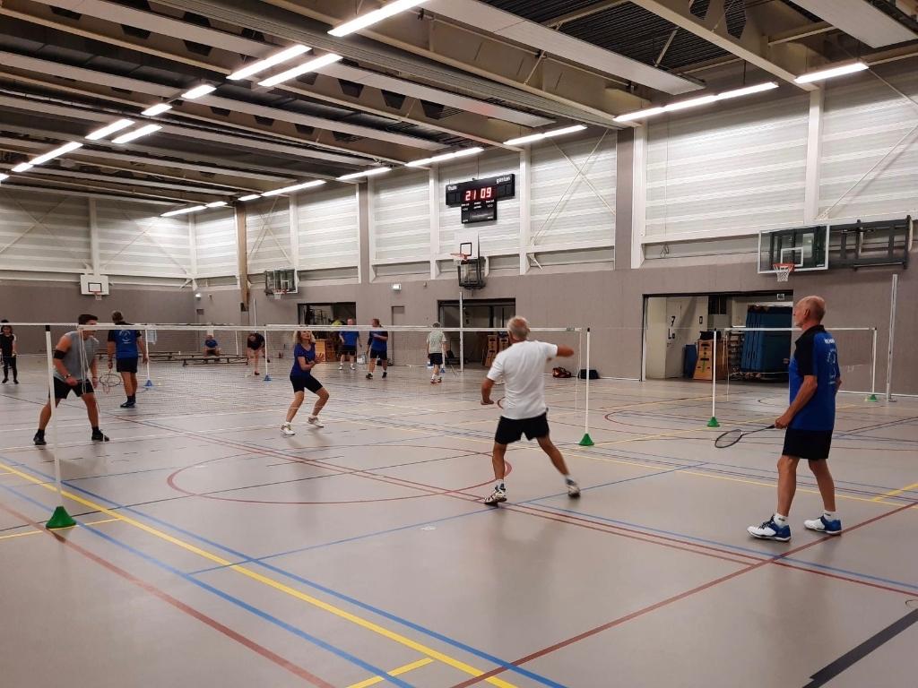 Volwassenen spelen elke donderdagavond Leen Schipper © Van Dijk Grafimedia BV