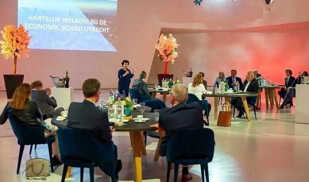 <p><em>Dinerbijeenkomst van de Economic Board Utrecht waarbij Sharon Dijksma werd voorgedragen als voorzitter. Foto: Irene Vijfwinkel</em> </p>