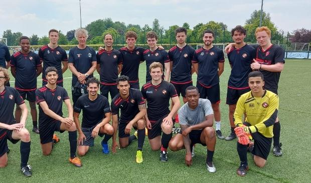 UVV 1 samen met Gertjan Verbeek in voorbereiding op het nieuwe voetbalseizoen