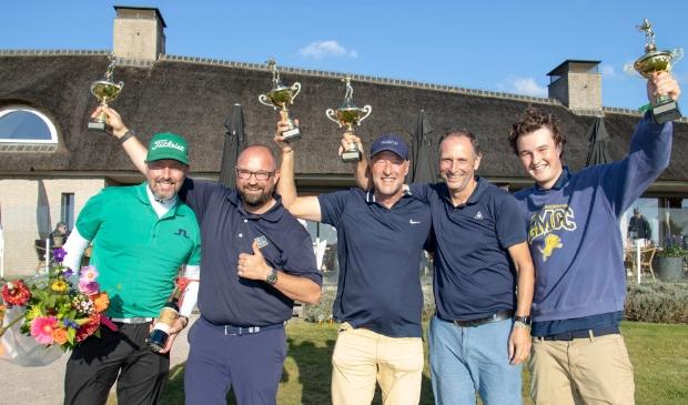 De ProAm-winnaars op een rij, v.l.n.r.: Mark Reynolds, Ralph Miller, Gerard Kloosterboer, Michiel van Zutphen en Teun Kloosterboer